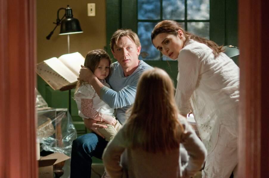 En papa poule terrorisé dans Dreamhouse, une variation horrifique sur le thème de la Maison hantée.