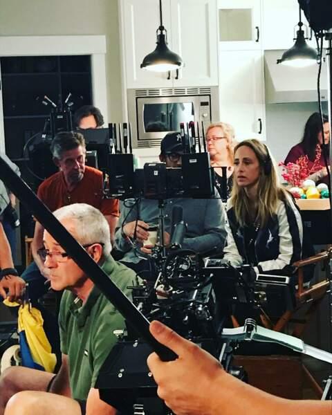 … tandis que Kim Raver est derrière la caméra. Une première pour l'actrice.