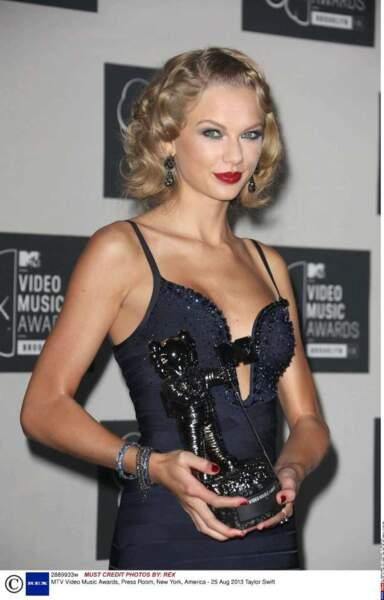 Taylor Swift a remporté l'award de la meilleure vidéo féminine avec I Knew You Were Trouble