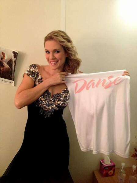 Lorie et son tee-shirt Danse
