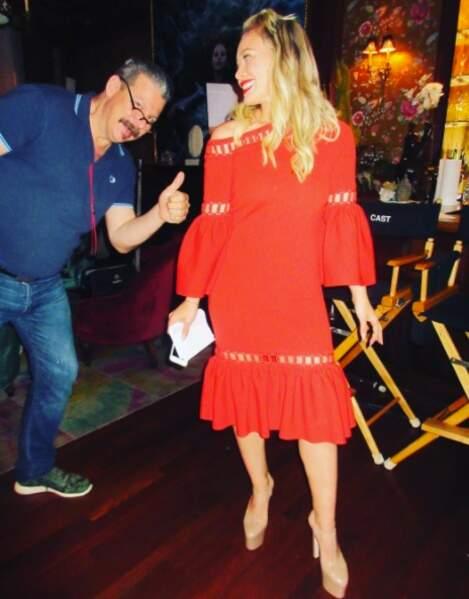 L'actrice a une belle garde-robe pour son personnage