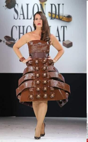 Elisa Tovati, la chanteuse et comédienne de La vérité si je mens, radieuse en cacao !