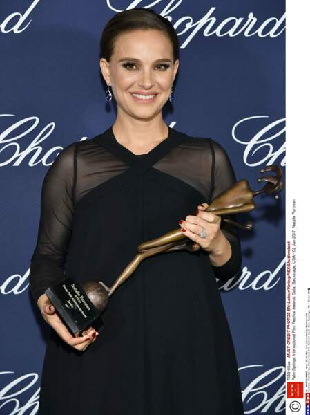 """En janvier 2017 elle reçoit le prix de la meilleure actrice pour """"Jackie"""" au Festival de Palm Springs"""
