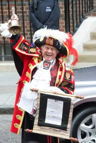 La Duchesse de Cambridge a eu une fille, a annoncé le crieur vêtu d'un costume médiéval sang et or