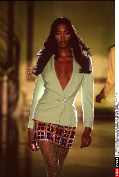 Naomi Campbell pour Versace, collection automne-hiver 94