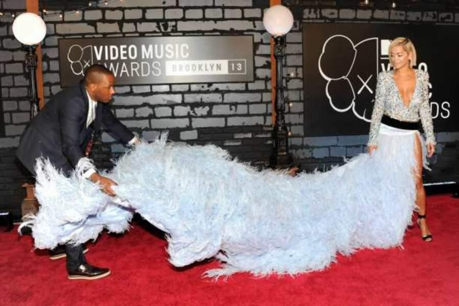 Problème de robe pour Rita Ora