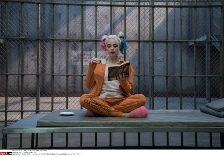 Rock'n'roll, en 2016, elle rejoint la team Suicide Squad dans le rôle d'Harley Quinn