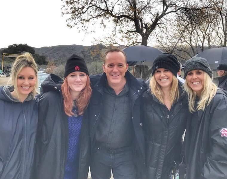 L'interprète de l'agent Coulson, en bonne compagnie avec des membres de l'équipe