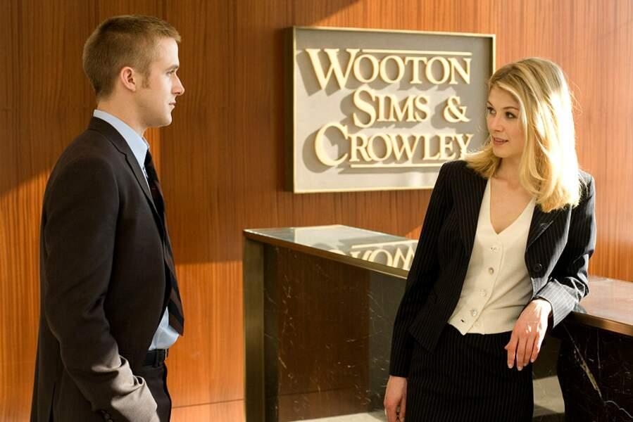 Rosamund a pour partenaire Ryan Gosling, en jeune procureur ambitieux, dans le thriller juridique La Faille (2007).