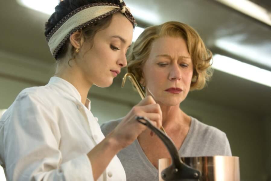 Charlotte Le Bon met au point Les Recettes du bonheur avec Helen Mirren...