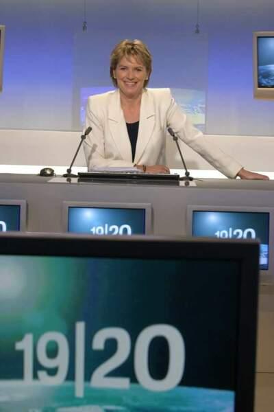 De 1990 à 2005, Elise Lucet présente le 19/20