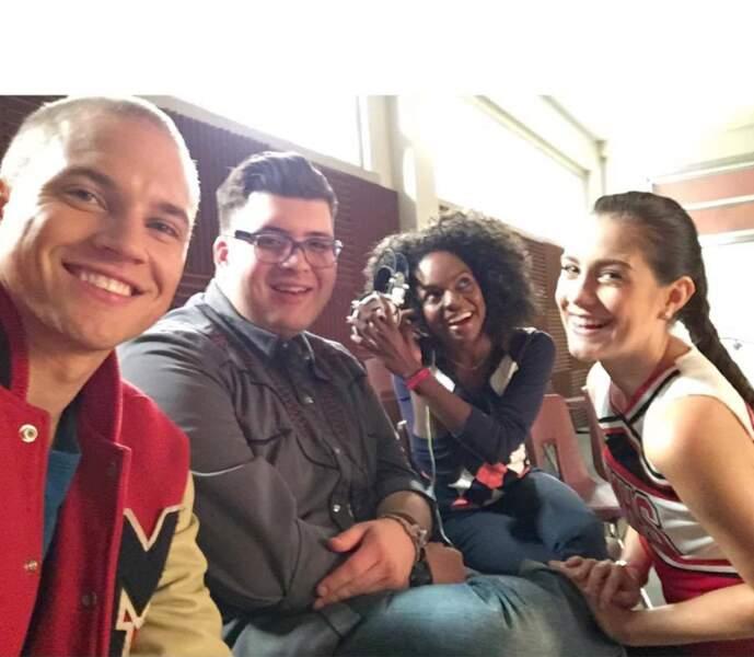 Réunis dans la salle du Glee Club