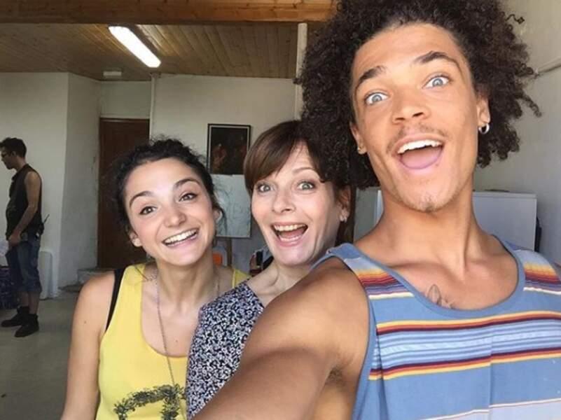 Selfie ensoleillé pour Emma (Pauline Bression), Blanche (Cécilia Hornus) et Baptiste (Bryan Trésor) !