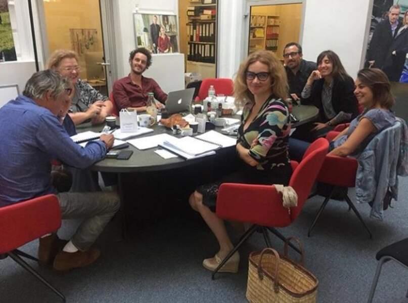 Marine Delterme à la lecture des scénarios de la future saison d'Alice Nevers