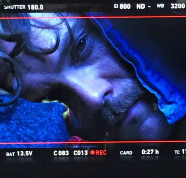 Le tournage de L'Arme fatale avance. Clayne Craford incarne Martin Riggs, immortalisé par Mel Gibson au cinéma