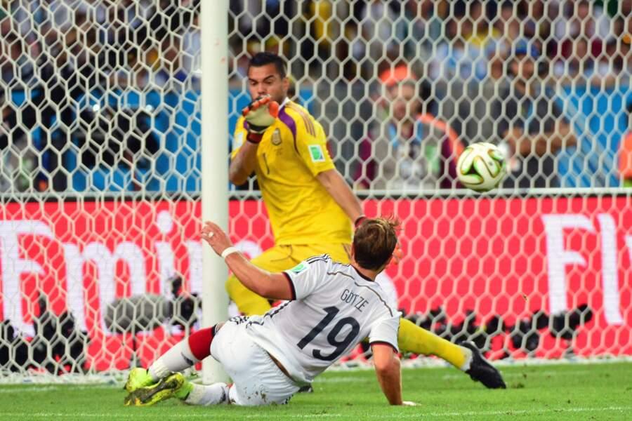 Enfin, à la 113e minute, le but de la victoire, signé Mario Götze