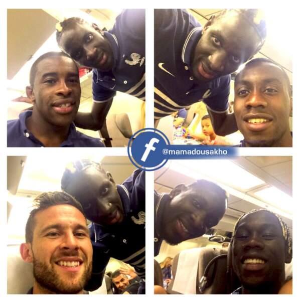 Blaise Matuidi, Yohan Cabaye ou encore Bacary Sagna se sont prêtés tout sourire à la séance de selfies