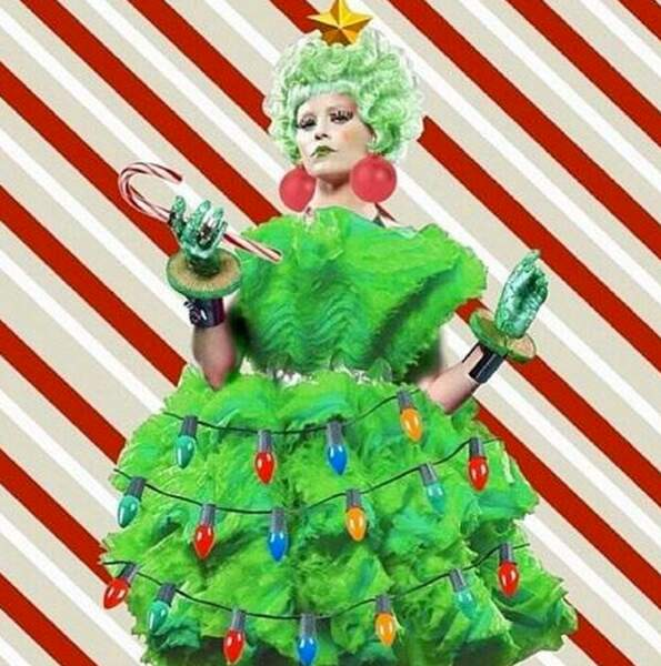 Elizabeth Banks propose une version sapin de Noël de Effie de Hunger Games