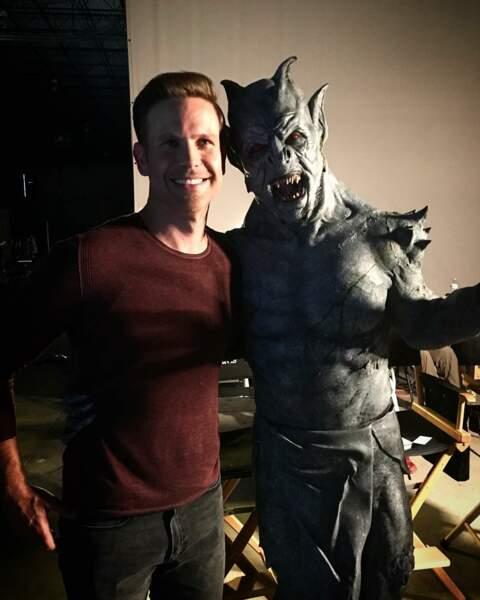 Matt Davis (Alaric) semble s'être fait un nouvel ami sur les plateaux de Legacies…