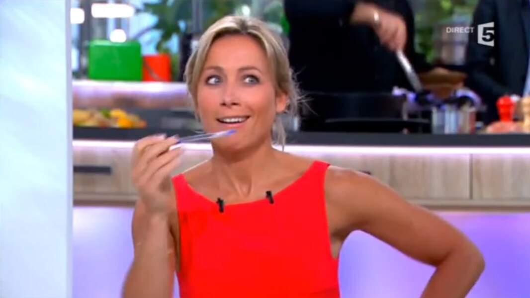 Anne-Sophie Lapix est ensuite passée par M6, Canal+ et désormais France 5 dans C à vous.