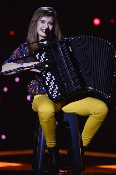 Estelle Mazzillo a fait sensation en reprenant, Chandelier, de Sia, à… l'accordéon !