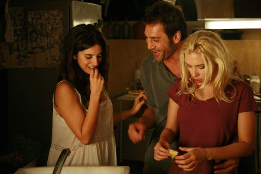 ... et carrément caliente dans Vicky Cristina Barcelona (2008), aux côtés de Penélope Cruz et Javier Bardem