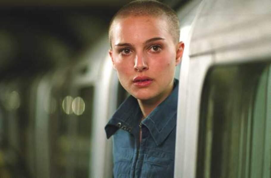 """Avec le crâne rasé dans """"V pour vendetta"""" de James McTeigue (2005) on la reconnaît à peine..."""