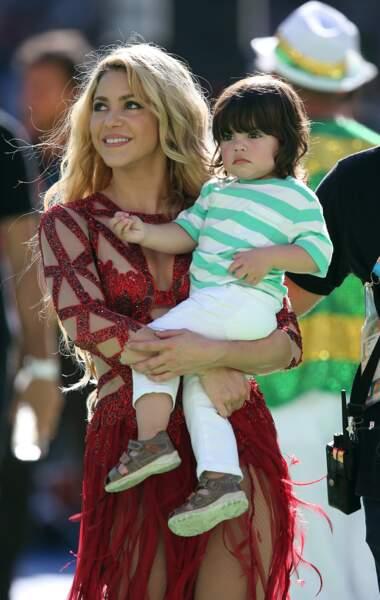 … et a posé avec son fils, Milan, né de ses amours avec Gerard Piqué, qu'elle a rencontré au Mondial 2010
