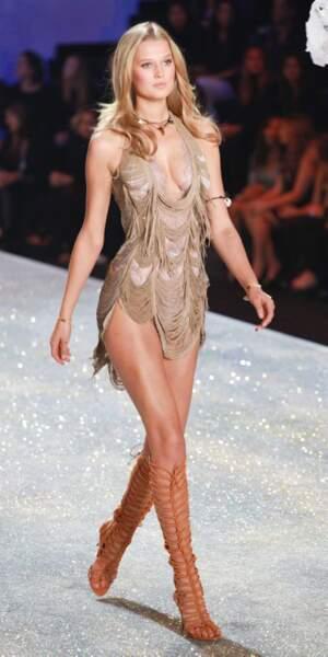 Puis au tour de la sublime top-model Toni Garrn de partager la vie (et le lit) de l'acteur