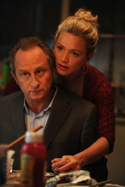 Avec son compatriote belge, Benoît Poelvoorde, dans Une famille à louer (2015)