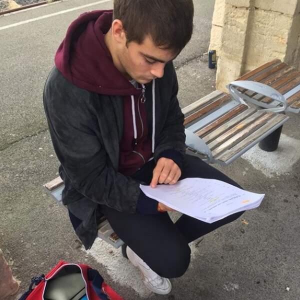 Clément Rémiens (Maxime dans DNA) n'arrête jamais de réviser son texte