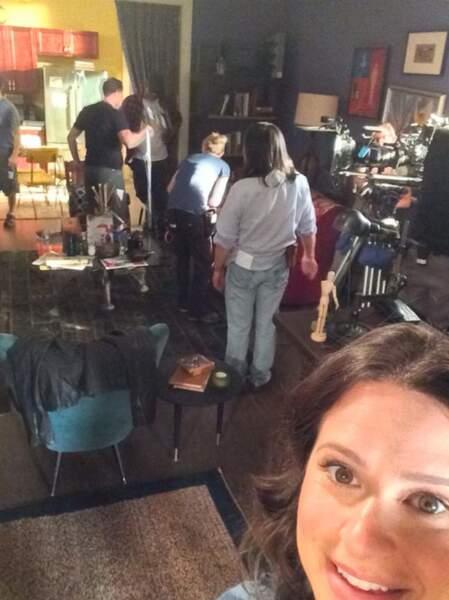 Katie Lowes s'éclate dans l'appartement de Quinn (Scandal)...