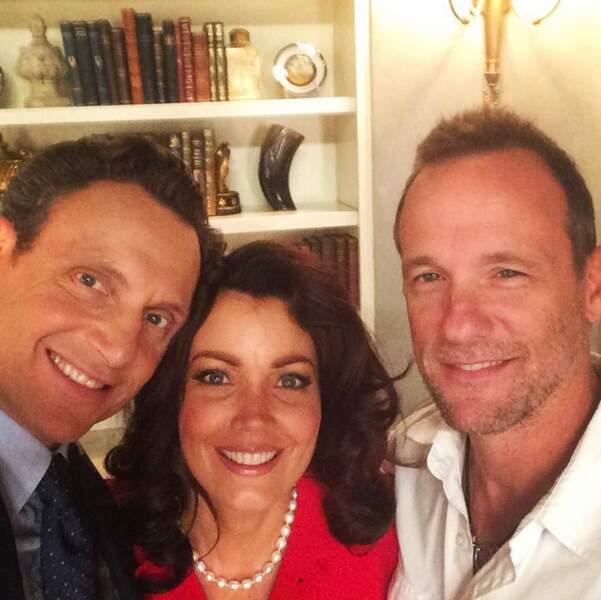 Bellamy Young est bien entourée, entre Tony Goldwyn et Tom Verica, le producteur (Scandal)