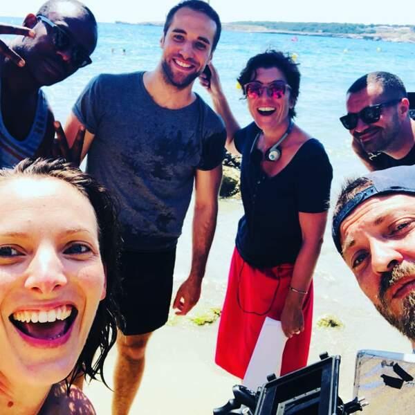 Sur Plus belle la vie, Elodie Varlet aussi profite de la plage avec son équipe !