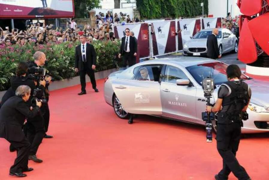 Ça y est ! George Clooney est arrivé sur le tapis rouge de la Mostra de Venise