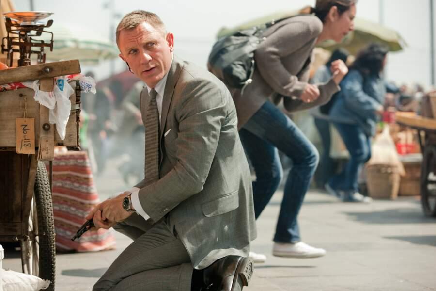 Un genou à terre mais toujours stylé dans le meilleur James Bond de ces dernières années : Skyfall.