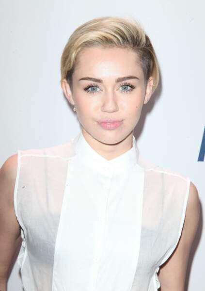 L'ex-star de Hannah Montana a tout coupé et tout décoloré !