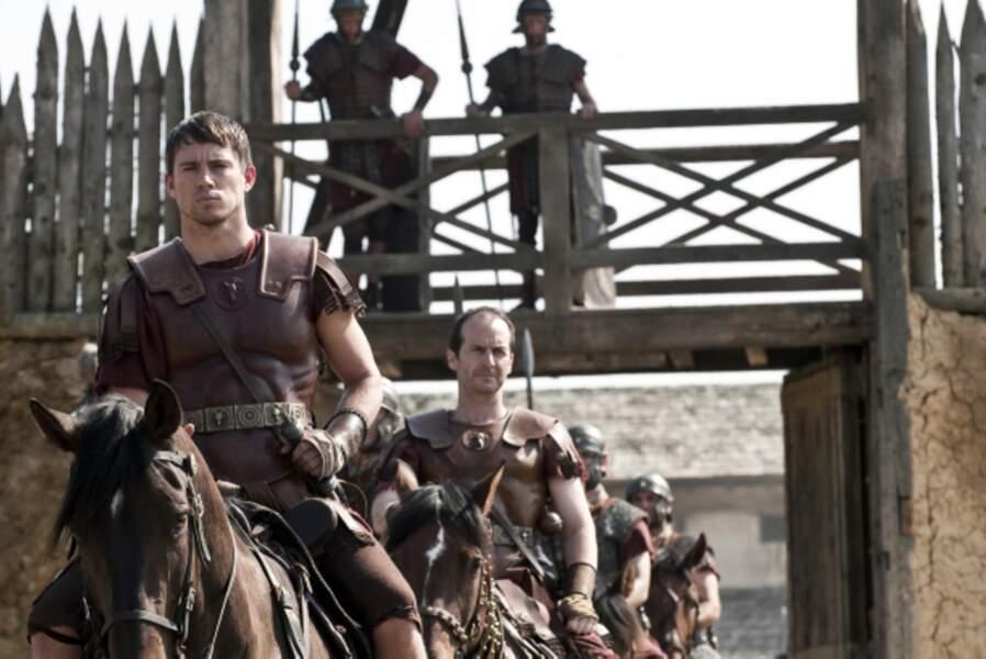Dans le péplum L'aigle de la neuvième légion (2011), on le retrouve en centurion romain coiffé d'une coupe au bol.