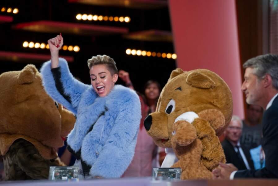 Miley Cyrus en visite en France en septembre 2013 sur le plateau du Grand Journal de Canal+.