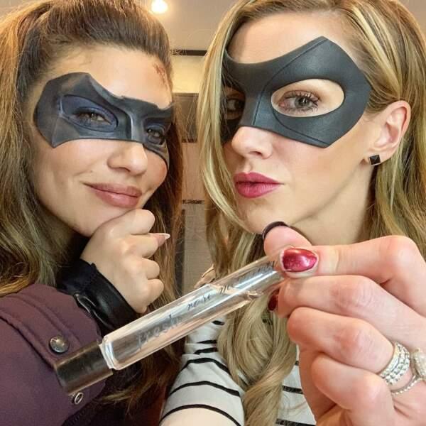 Les héroïnes d'Arrow se refont une beauté avant le tournage d'une nouvelle scène !