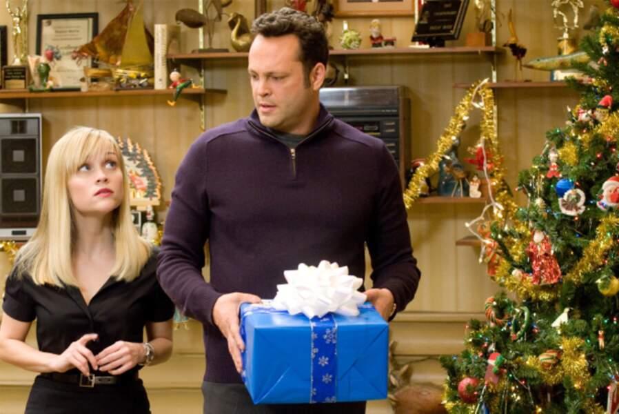 Avec Vince Vaughn, elle est obligée de faire la tournée des familles à Noël dans Tout… sauf en famille (2008)