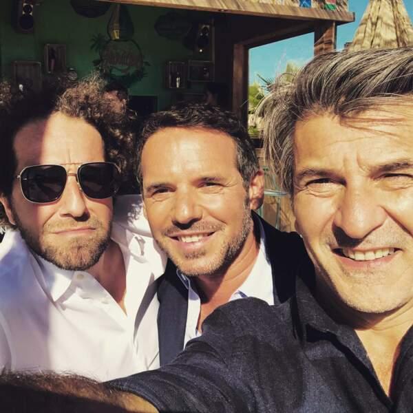 Jeremy Banster et ses copains, eux, préfèrent prendre le soleil, c'est normal, vu la série dans laquelle ils jouent