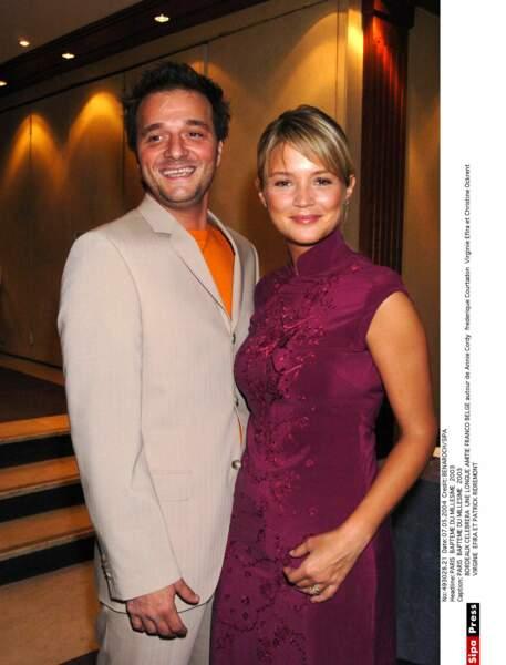 De 2002 à 2005 elle fréquente le comédien Patrick Ridremont