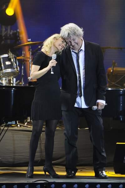 … puis a convié Sandrine Bonnaire à chanter avec lui Duo d'anges heureux