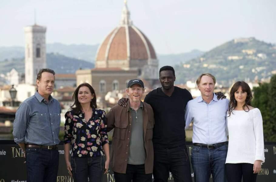 Omar Sy prend la pose de Tom Hanks et toute l'équipe du film Inferno de Ron Howard.