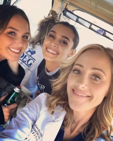 Quant à Camilla Luddington, Sophia Ali et Kim Raver, elles prennent le temps pour une photo