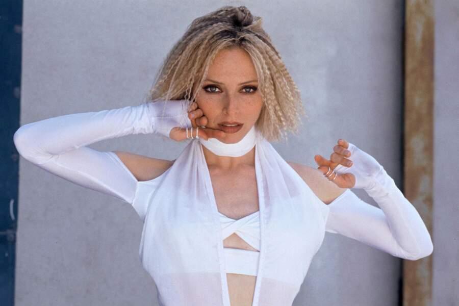 … Tonya Kinzinger, alias Jessica, est toujours sexy…