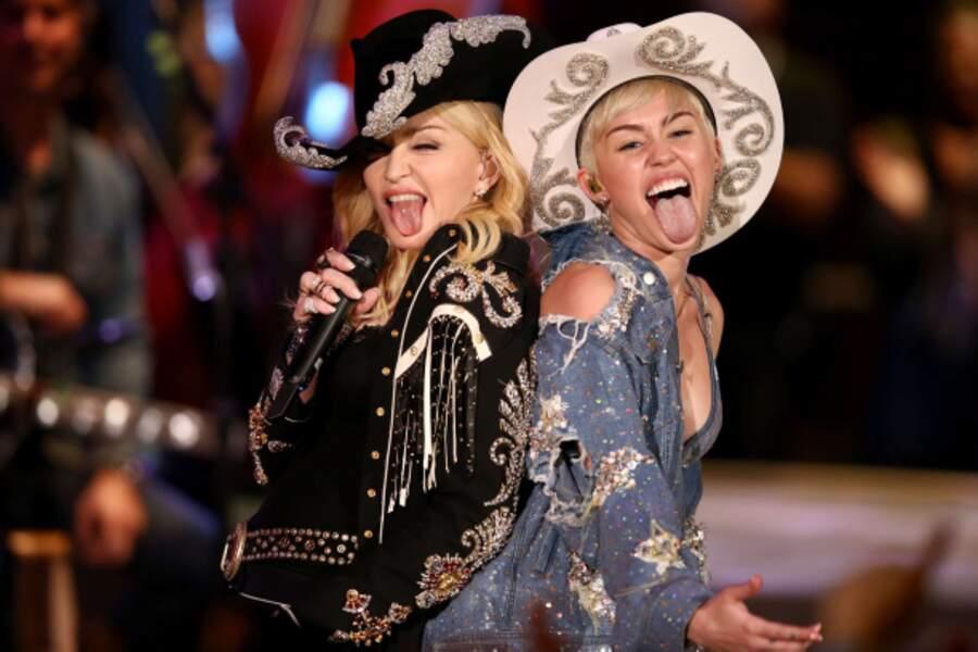 En janvier 2014, elle chante avec Madonna, une autre icône sulfureuse.