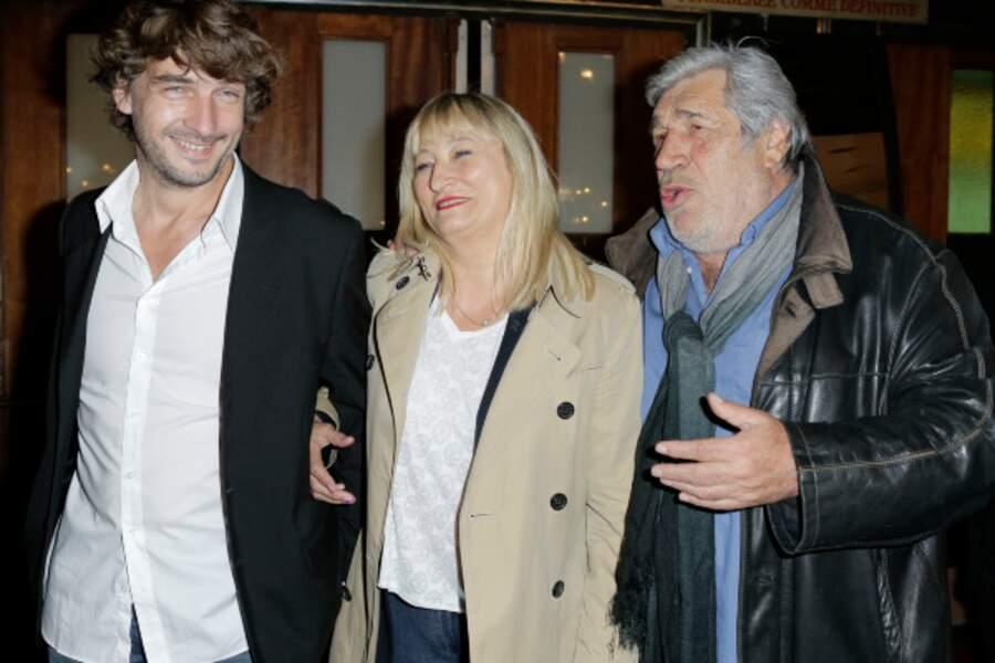 Christine Bravo, rayonnante entre son compagnon Reynald Buisson et Jean-Pierre Castaldi