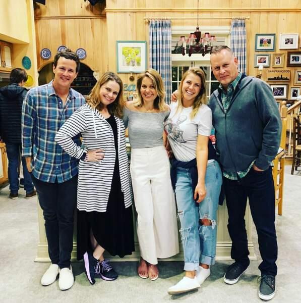 Jolie photo de famille pour la troupe de Fuller House